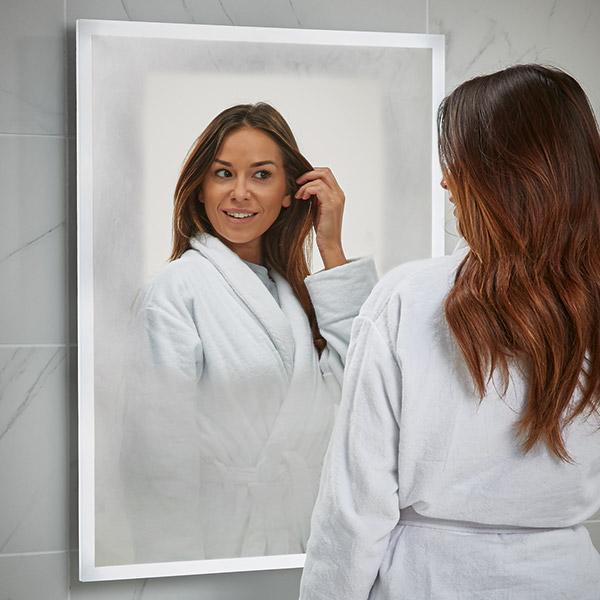 Scudo Mosca demisting bathroom mirror